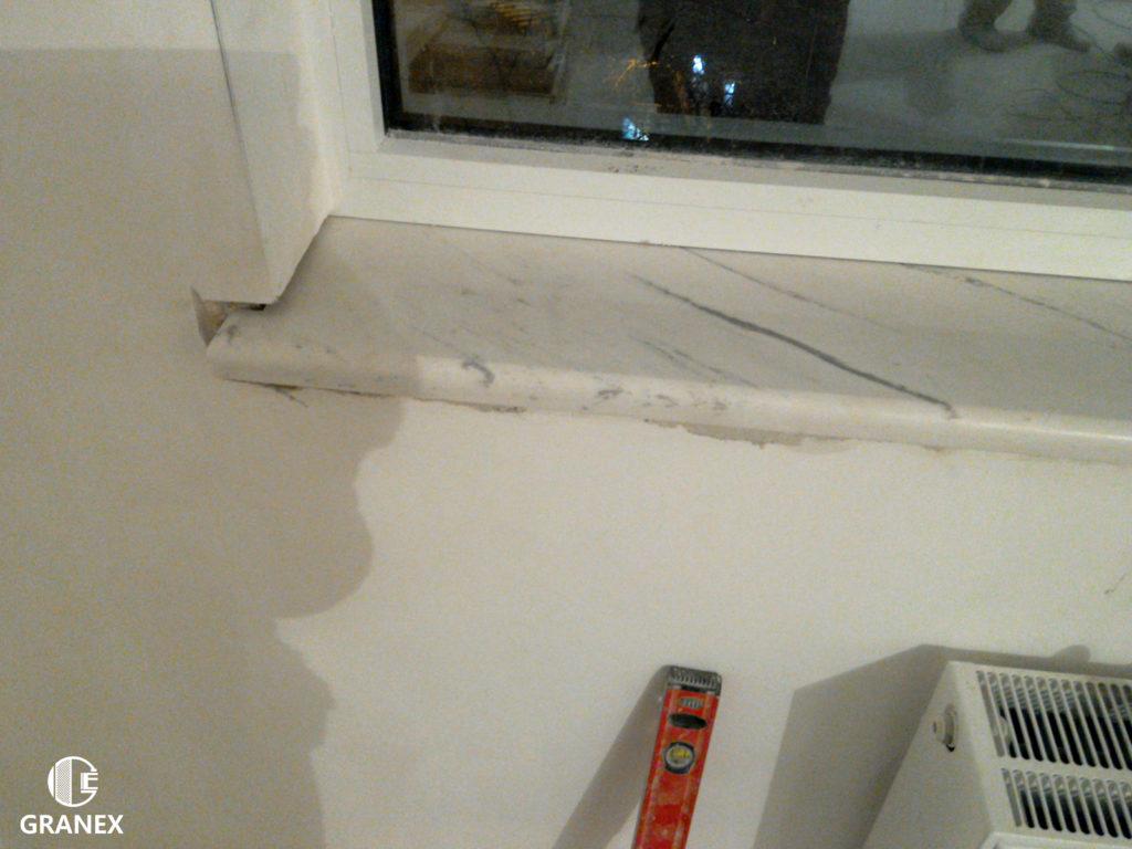 Нависання мармурового підвіконня над радіатором опалення