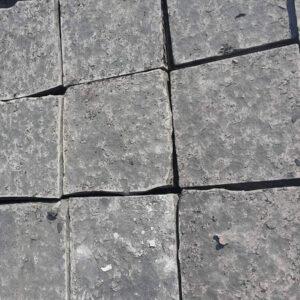 Базальтова бруківка 20x20х5 пиляно-колота з пиляним верхом