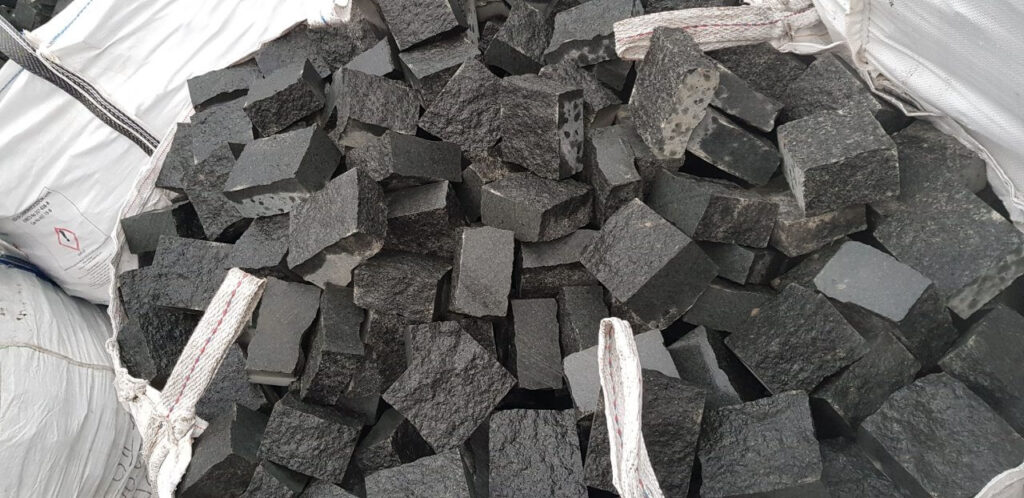 Бруківка з чорного каменю габро - рядовка 10x10x5