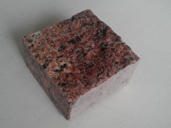 """Бруківка пиляно-колота з граніту """"Лезніки"""" розміром 10x10x5 см (один камінь)"""