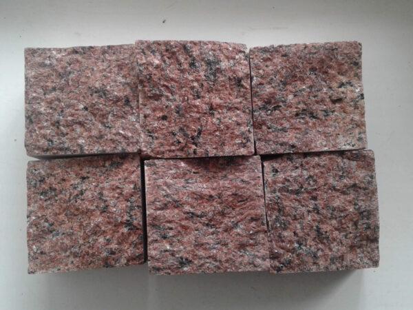 """Бруківка пиляно-колота з граніту """"Лезніки"""" розміром 10x10x5 см (6 каменів)"""