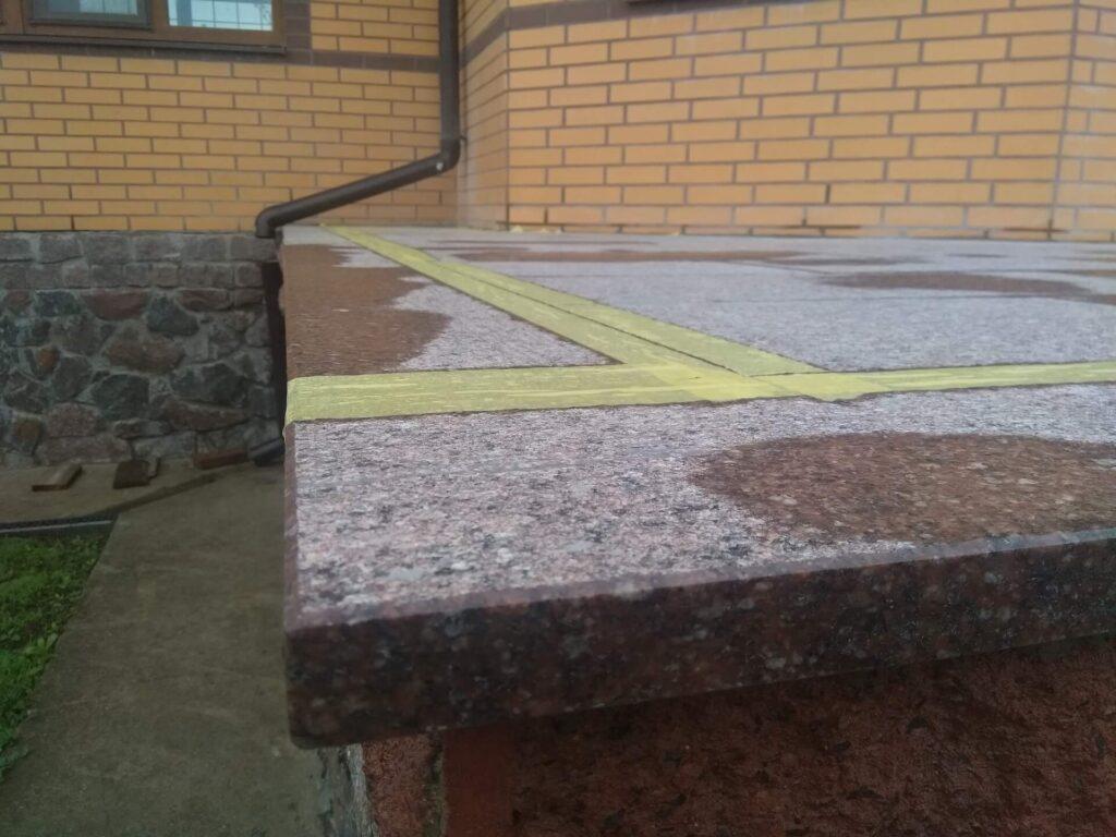 Частина майданчика з Токівського граніту