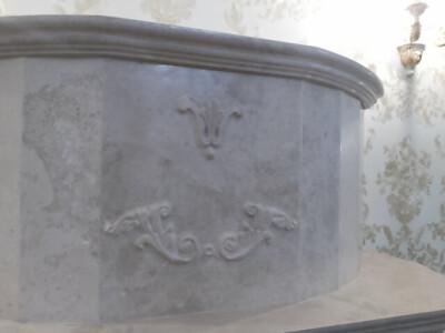 Резьба на камине Барокко из мрамора Crema Nova
