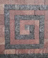 Комбинация красного Корецкого гранита и лабрадорита