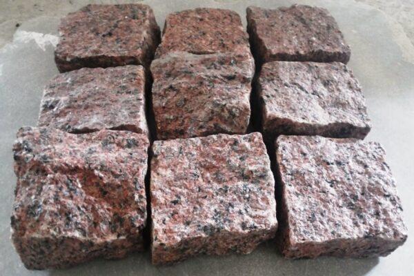 Яскраво-червоний Лезниківський граніт