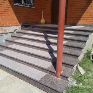 Ганок зі сходами з граніту Дідковичі (вид збоку)