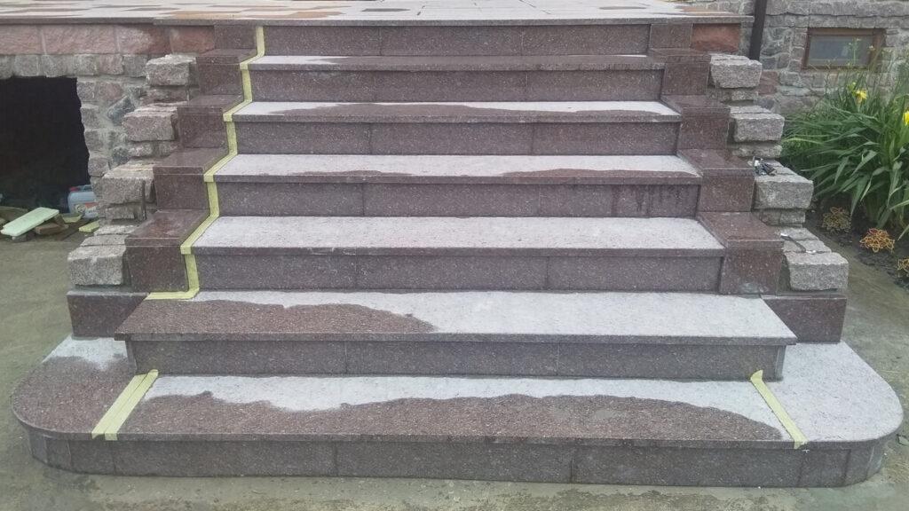 """Лестница из коричневого Токовского гранита """"Carpazi"""" (Одесса, 2020)"""