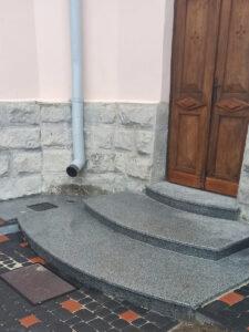 Сходи з Покостівського граніту Grey Ukraine для храму (другий вхід)