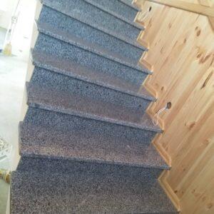 Сходи з Покостівського граніту в тіні (вид знизу)