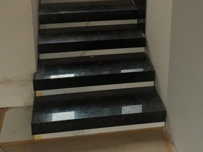 Монтаж лестницы из лабрадорита Volga Blue