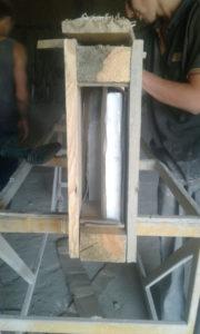Монтаж стільниці з натурального лабрадориту