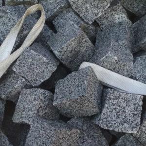 Колота бруківка з сірого Покостівського граніту 10x10x10 см