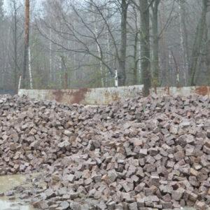 Колота бруківка з червоного Кишинського граніту 20x10x10 см