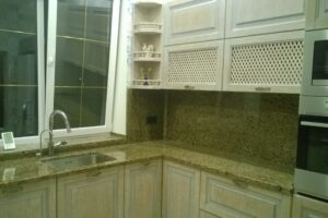 Кухонна стільниця з Софіївського граніту