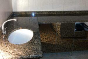 Стільниця для ванної кімнати з жовтого Софіївського граніту