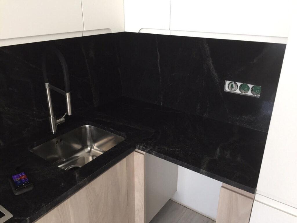 Стільниця з граніту Pantera Grey з вирізом під мийку