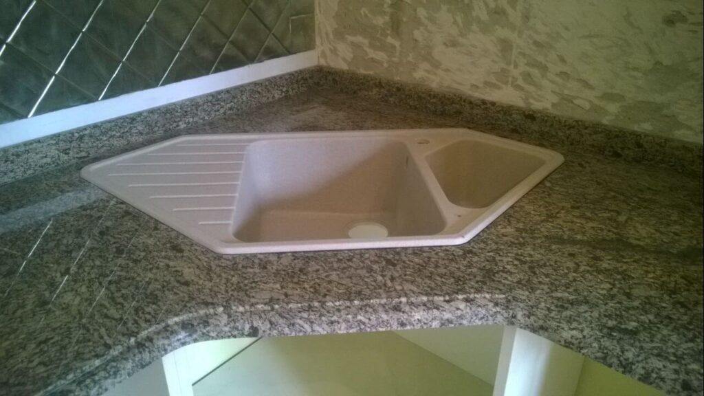 Стільниця з Софіївського граніту (мийка)