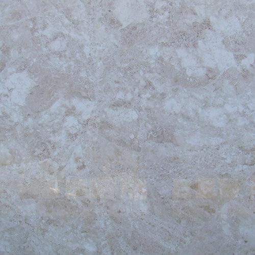 Мраморная столешница Adalia Cappuccino кремового цвета для ванной комнаты крупным планом