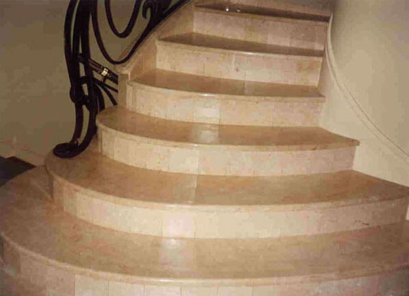 Радиальная лестница из мрамора Lotus Beige