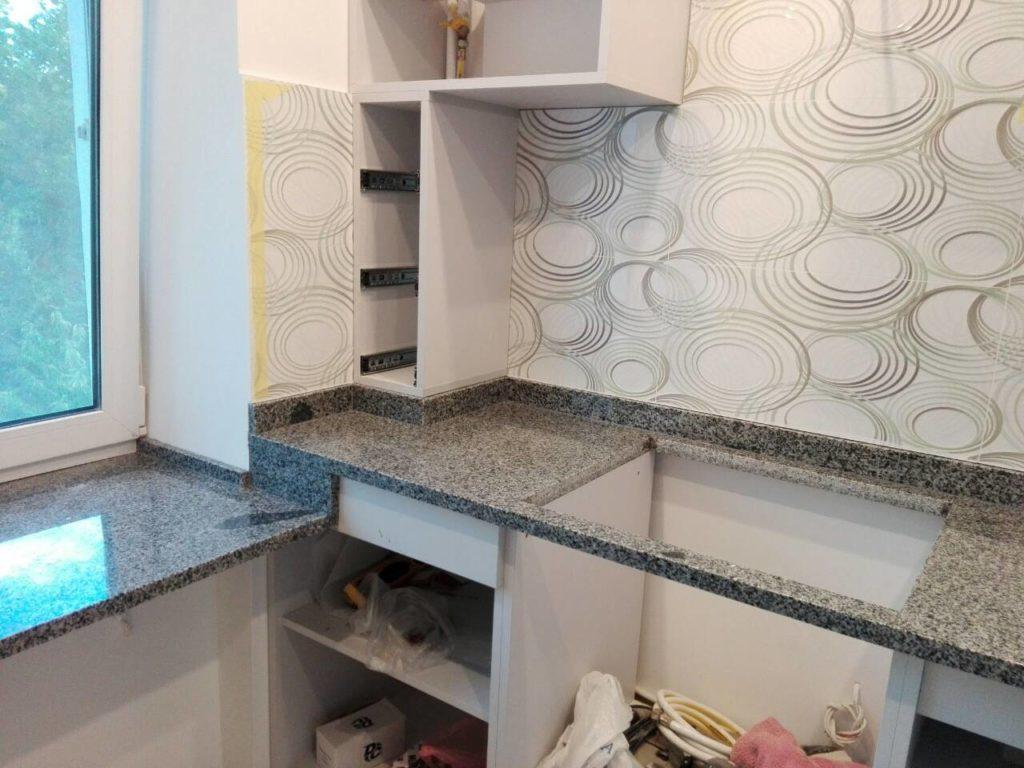 Дизайн кухни с отделкой из гранита