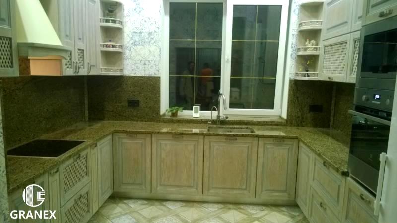 Столешница из жёлтого гранита (кухонная)