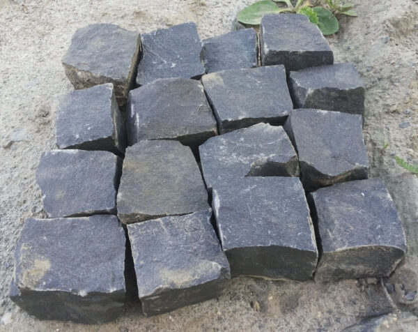 Брусчатка из чёрного камня Базальт, размером 10x10x10 см