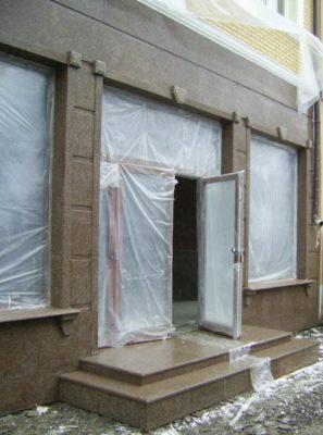 Фасад з межериченського граніту