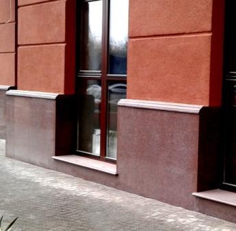 фасад з червоного граніту