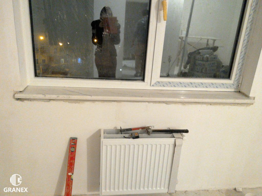 Нависание мраморного подоконника над радиатором отопления