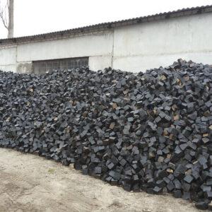 Колотая брусчатка из чёрного камня Базальт 20x10x10 см