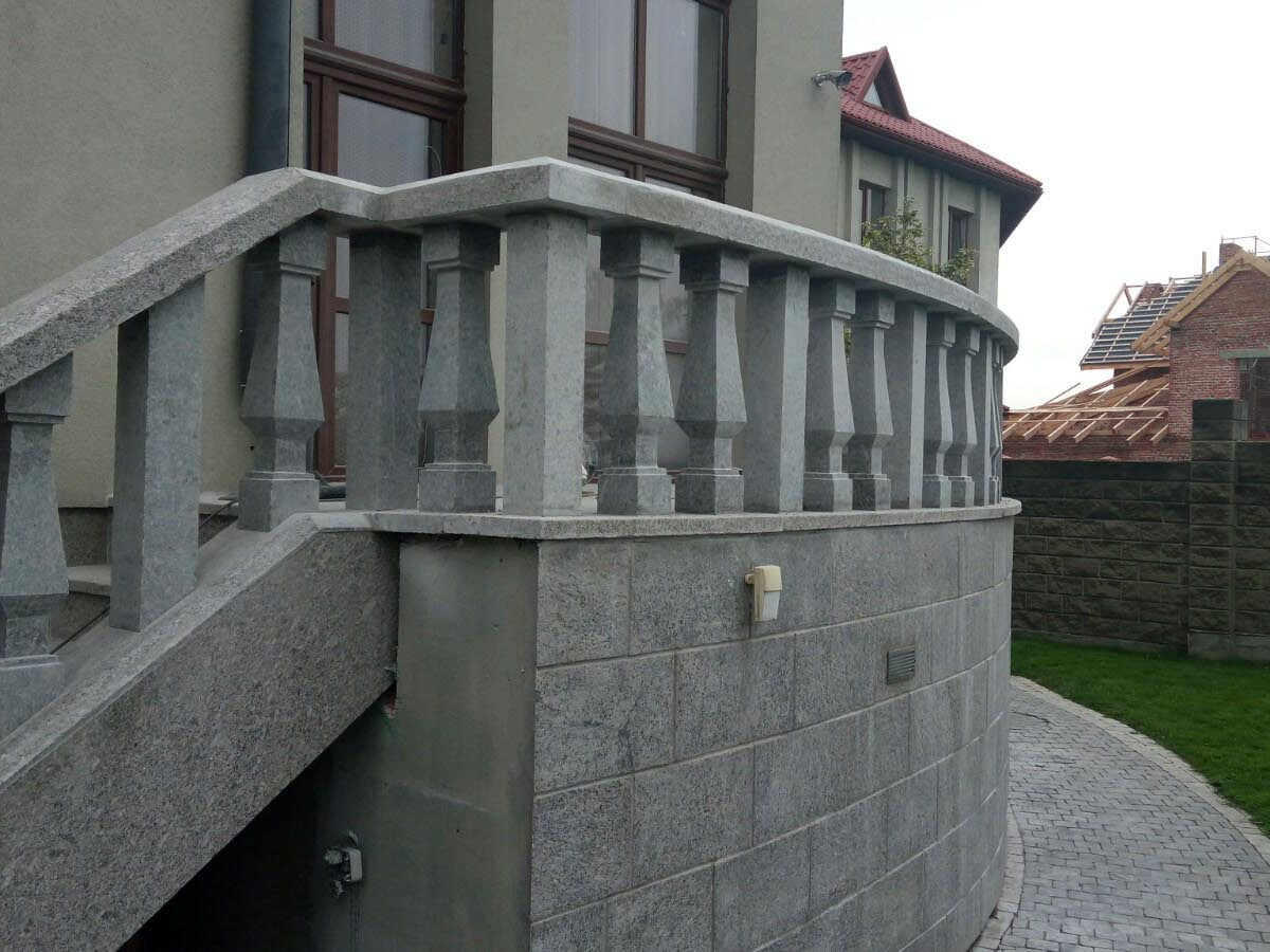 Лестница и балясины из гранита