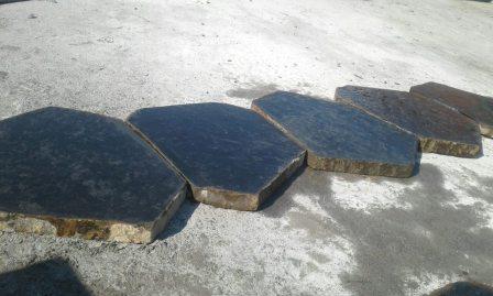 Базальтові плити мощення — 5 плит, вид збоку