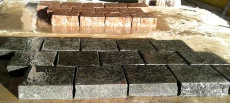 Бруківка гранітна французька з gabbro та maroon black