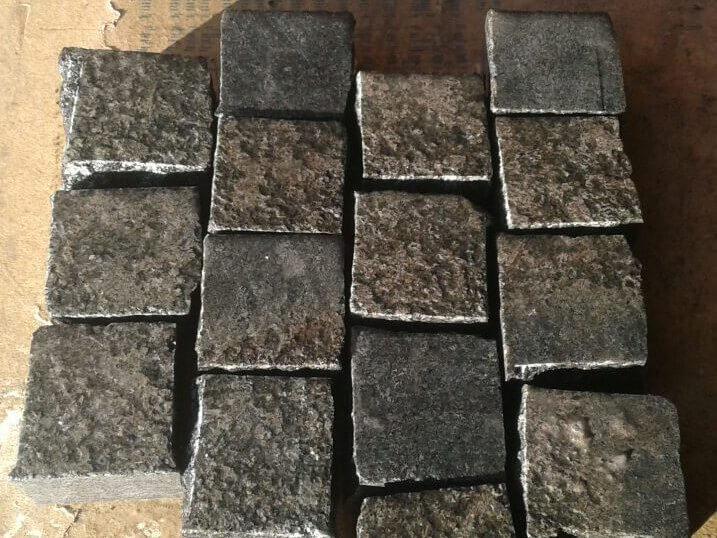 Бруківка габро французька 15 каменів, розміром 10x10