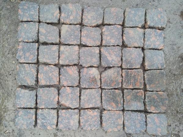 Галтованная брусчатка из Корнинского гранита 10х10х3 см