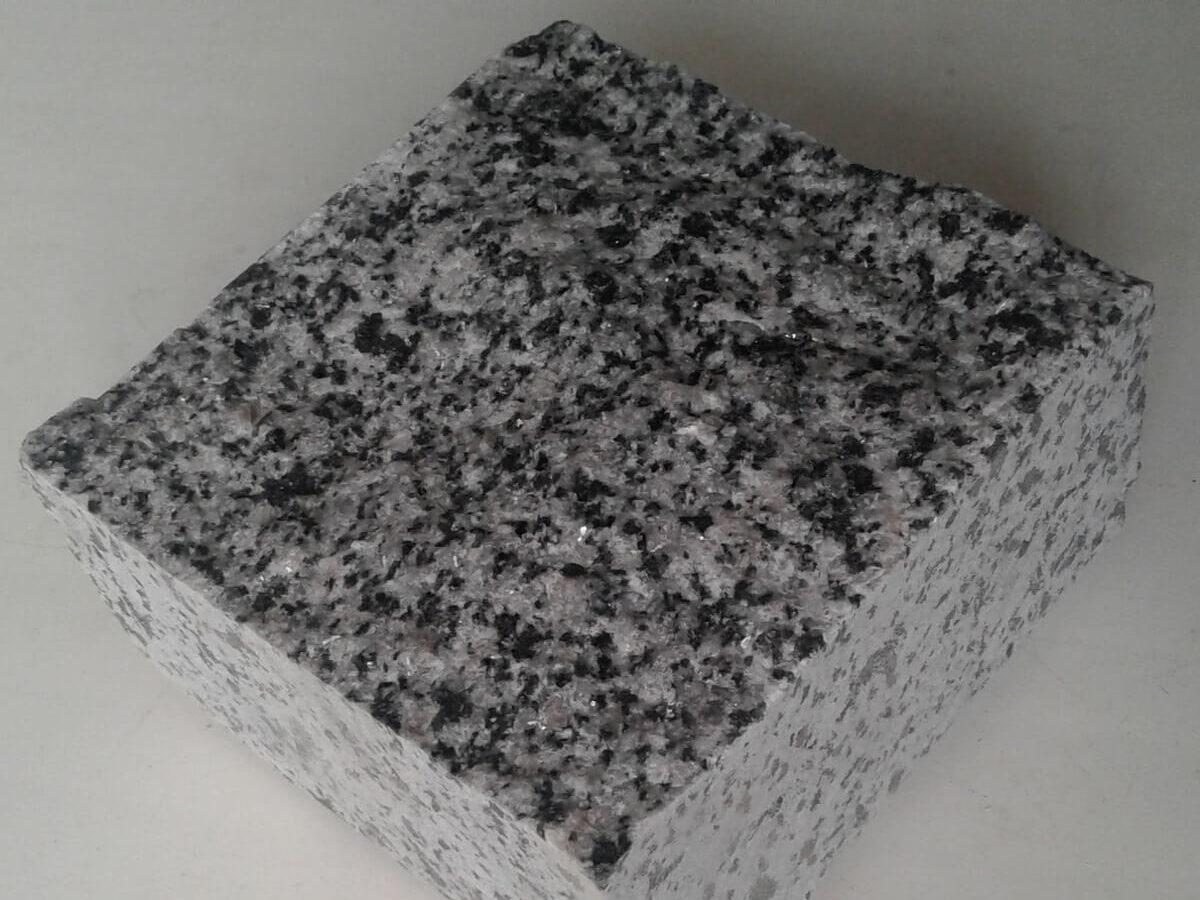 Бруківка з Покостівського граніту пиляно-колота 10х10х5 см (один камінь)