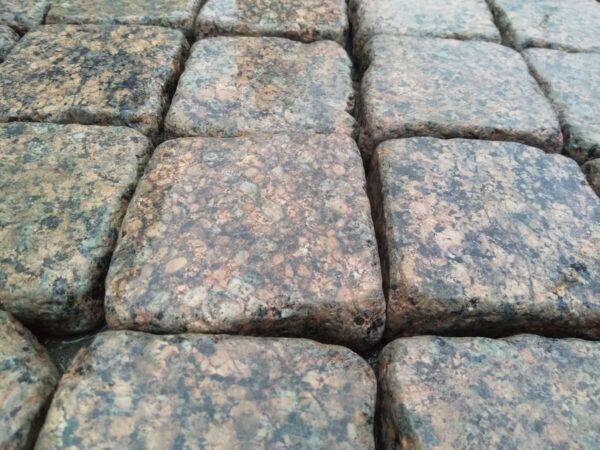 Галтованная брусчатка из Межиричского гранита 10х10х3 см