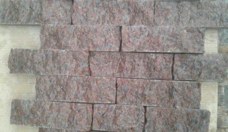 Гранитная колотая плитка-лапша 5 см из камня Maroon Black