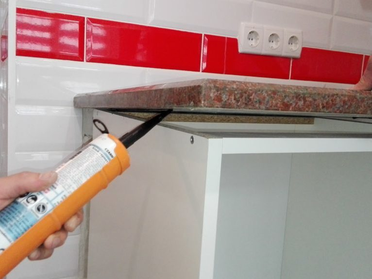Столешница на кухню - монтаж