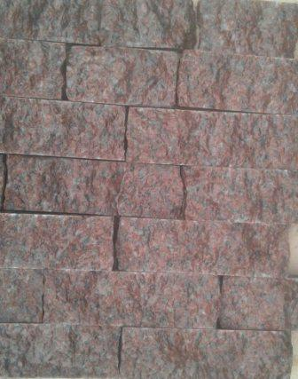 колота плитка-соломка з граніту Maroon Black. Львів