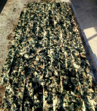 Колотая гранитная плитка Black Lime