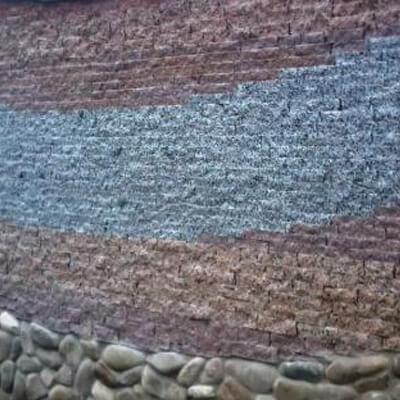 Цоколь из колотого гранита