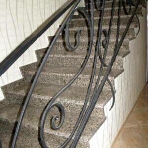 Интерьерная лестница из полированного Софиевского гранита