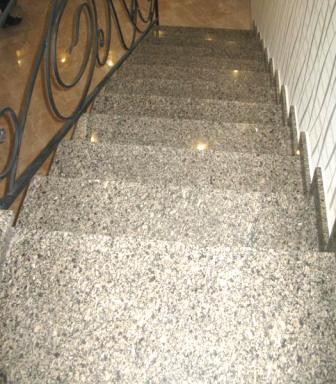 Лестница из жёлтого Софиевского гранита (вид сверху)