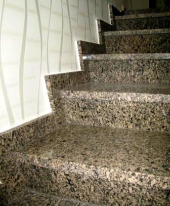 Лестница из жёлтого Софиевского гранита (приближенный вид)