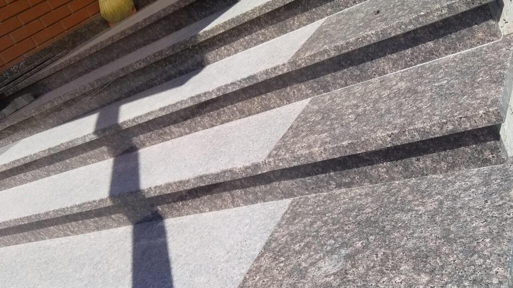 Сходи з коричневого Дідковицького граніту