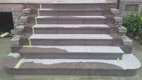"""Лестница из коричневого Токовского гранита """"Carpazi"""""""