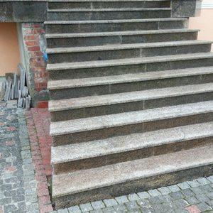 Балясины и лестница из Софиевского гранита