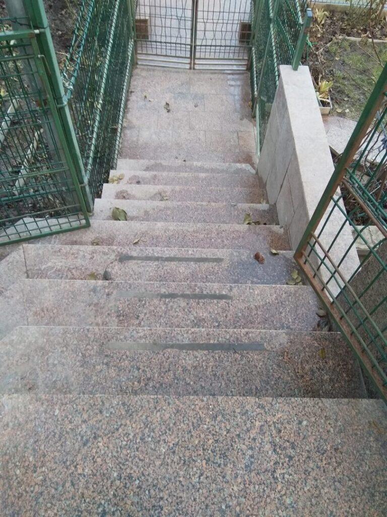 Лестница из гранита Межиричка