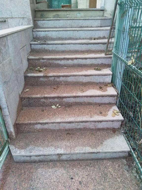 Сходи з Межиріцького граніту